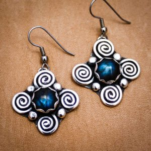 Handmade Earrings with 4 spirals and round labradorite